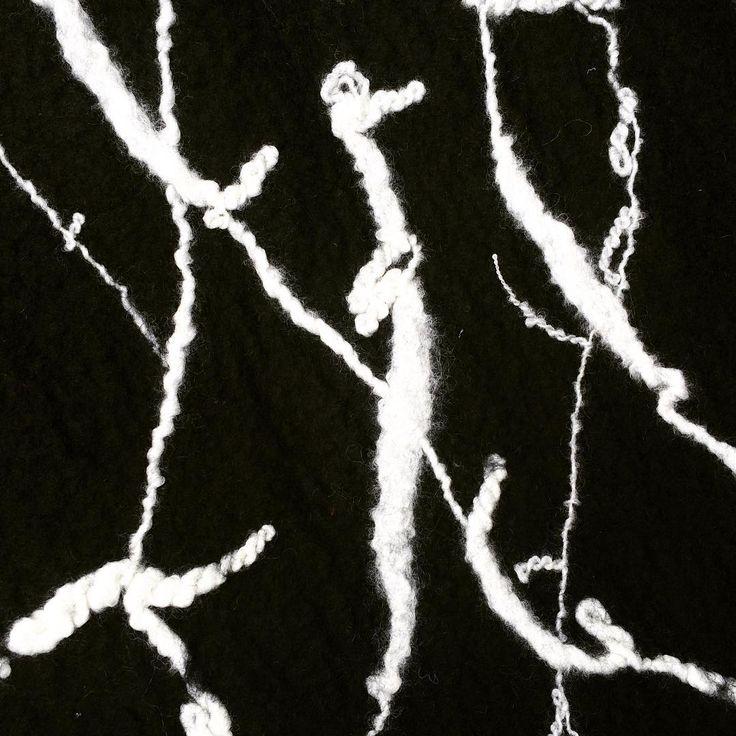Hand felted shawl. Silk, wool & handspun yarn by @dana_valeins #fashion #style #valeins #handmade #scarf #nunofelt #felt #merino #merinowool #newzealandwool #newzealandfashion #shawl #woolshawl #wool #silk #handspunyarn #blackandwhite #insta_fashion #شال #حرير #صوف #صناعة_يدوية #فالينز #موضة #ستايل #ازياء #اناقة #سكارف_حرير