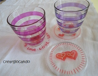 glass(ish) coaters, actually made of recycled plastic yogurt pot lids / sottobicchiere ricicloso