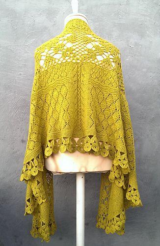 Jeg gikk lenge med tanken om et sjal som kombinerte hekling og strikking…plutselig var tiden inne, og her er det!