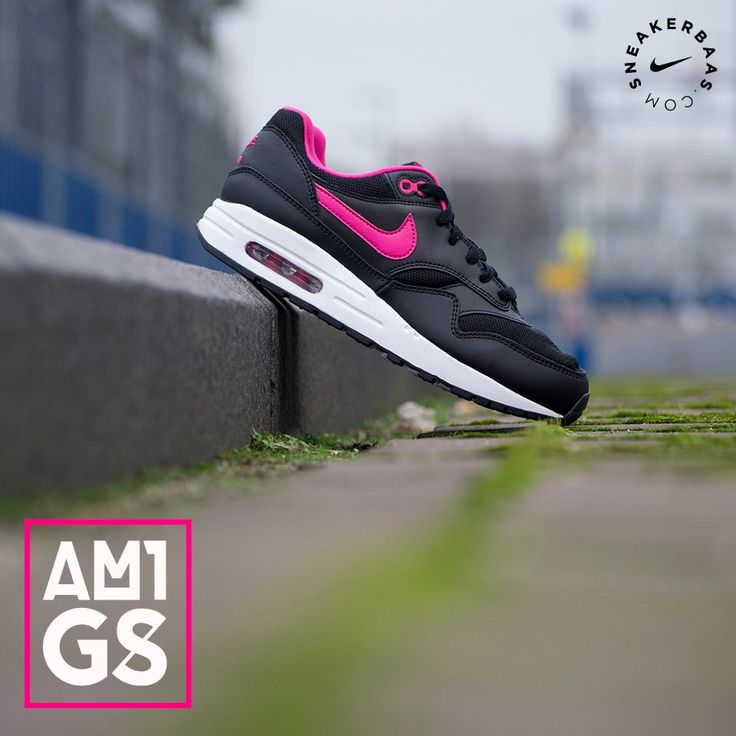 This Nike Air Max 1 (Gs) is a basic but fun sneaker. The Nike Air Max 1 is the legendary sneaker that was designed by Tinker Hatfield in 1987.The Nike Air A clean black colorway is used for the upper while pink makes its way on the Swoosh.  Now online available | Priced at 94.95 | Sizes 36 - 38.5 EU