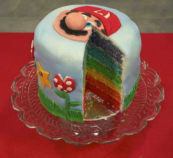 gateau rainbow mario bross1 Retour en enfance   Rainbow cake Mario Bros [en vidéo fashion]