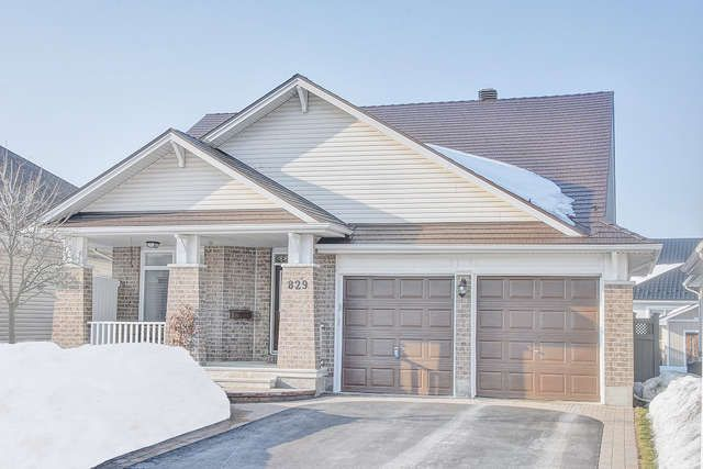 NOTTING HILL $509,900 ID#22493 Absolutely mint condition bungalow, ready to move in. Thousands of $$ spent in top quality upgrades. New lifetime metal roof'16, all free maintenance windows.2 f/places.