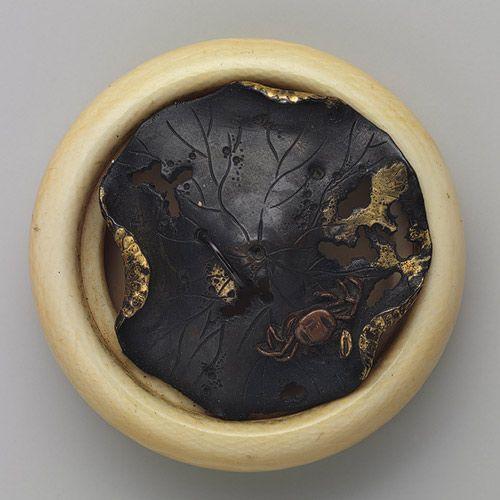 Netsuke: Crab on a decaying lotus leaf [Japanese] (91.1.940) | Heilbrunn Timeline of Art History | The Metropolitan Museum of Art