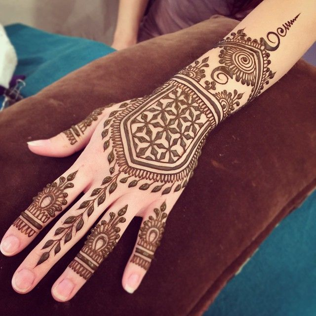 Henna Qaisar Designs Instagram : Instagram photo by heartfirehenna via ink mehndi