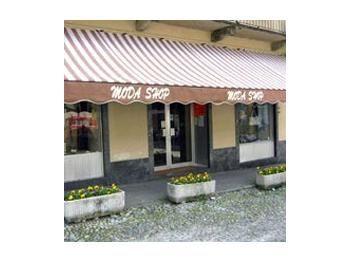 Abbigliamento donna e borse, maglieria italiana. Women's clothes and bags, italian knitwear