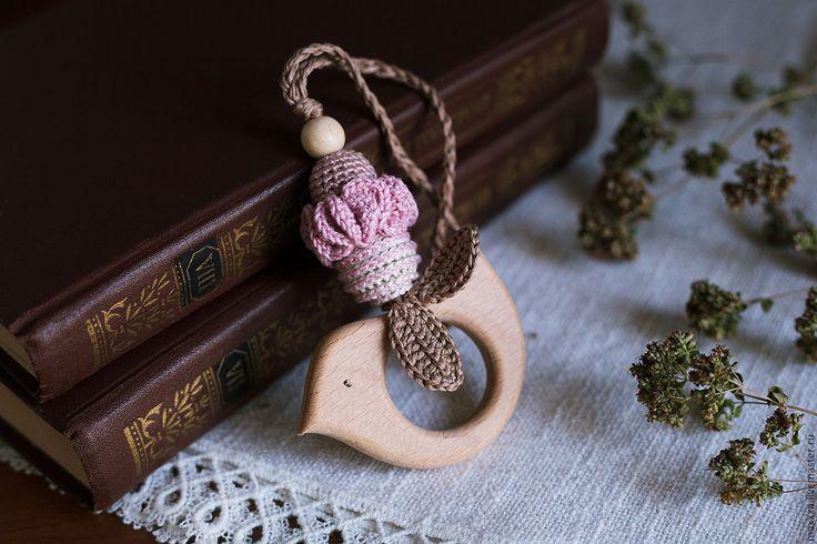 Купить Прорезыватель-грызунок с птичкой пыльно розовый со скидкой - подарок слингомаме, подарок на рождение