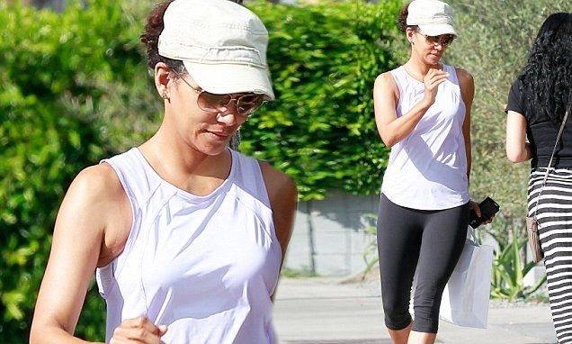 Halle Berry shows natural beauty without makeup at skin care clinic