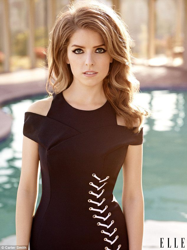 bronde hair, full bold cat eye, light mauve lip, 60's mod and black cut-out shoulder dress = I love this look on her (but apparently so does everyone, magazines shoots really like to TEASE THE CRAP out of Anna Kendrick's hair)