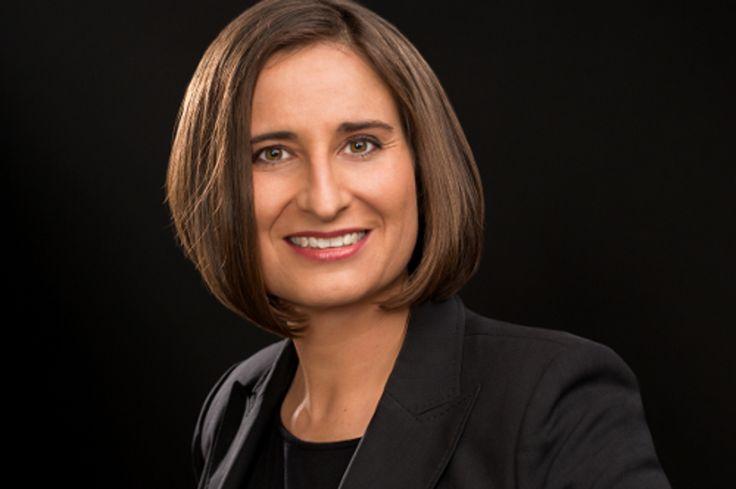 https://www.stellencompass.de/mona-merklin-staerkt-bankpower-geschaeftsfuehrung/ Mona Merklin stärkt Bankpower-Geschäftsführung - gd.ots.mh- #Bankpower, ein Joint Venture zwischen dem Personaldienstleister Manpower und der Deutschen Bank, wird seit dem 1. April von einer Doppelspitze geführt. Mona Merklin (42) wurde zur Geschäftsführerin des Branchenspezialisten berufen. Raymond Homo (64), der seit 2011 die Geschäftsführung innehat, agiert künftig als Vorsitzender