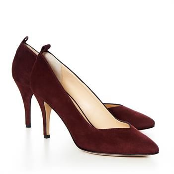 I think these shoes are close to perfect for this season. The colour, the cut and the height of the heel. I would wear them both for work or going out.