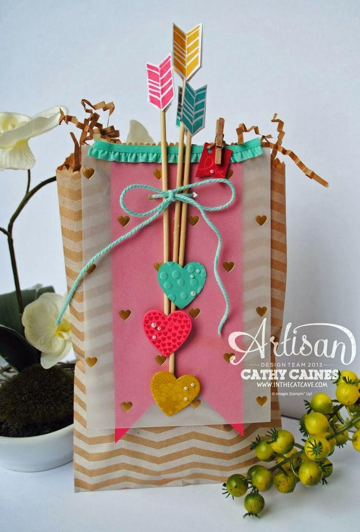 Regalo con adorno de flechas   -   Gift adorned with arrows
