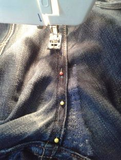 wirfsnichtweg: zerrissene Jeanshose im Schritt reparieren