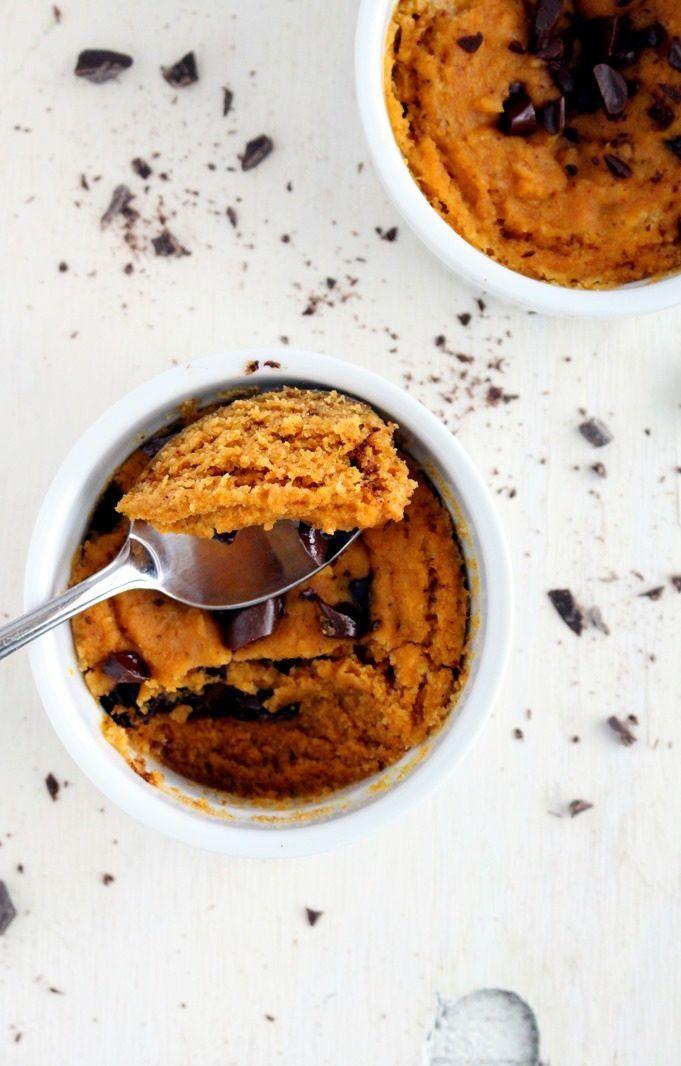 14. Paleo Pumpkin Chocolate Chip Mug Cake #healthy #meals http://greatist.com/eat/healthy-mug-recipes
