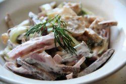 салат из говядины с соленым огурцом