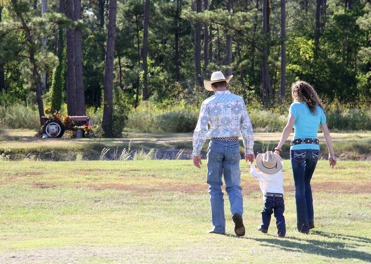 Family portraits, family portrait ideas, western family photos, little cowboy, country living