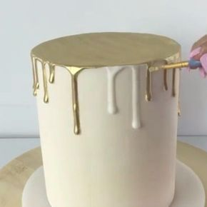 Gold Drip Cake Tutorial! Video Credit: @caking_it_up Gold Dust can be purchased through ...