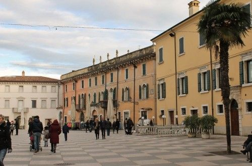 Lazise - la piazza principale