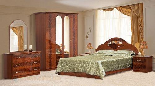 Светлая и темная мебель цвета орех в интерьере - фото спальни