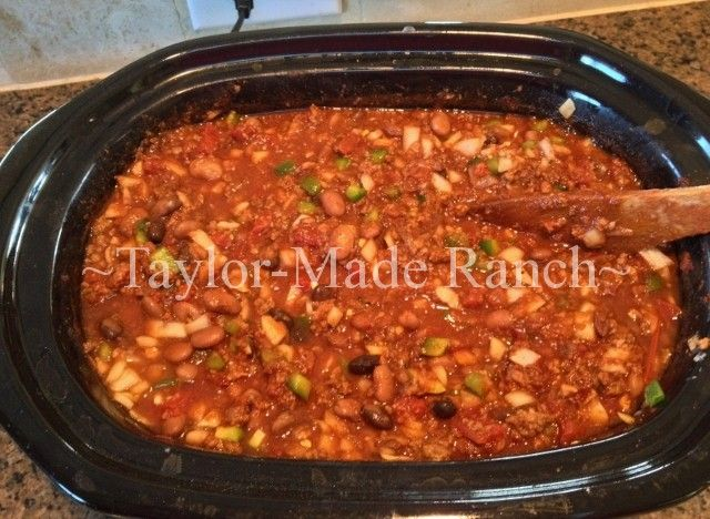 COWBOY CHILI RECIPE! If you love chili you're going to love this one - it's a hearty recipe that includes beef, Black Beans and Dark BEER! #TaylorMadeHomestead