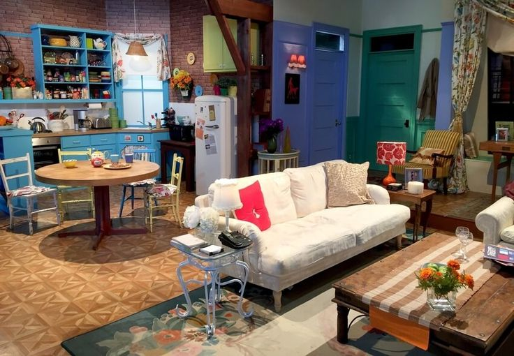 10 Tv Show Sets To Inspire Your Interior Design Project Friends Apartment Decor Friends Apartment Monicas Apartment