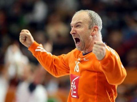 Sport, les photos : Le gardien de l'équipe de France de handball Thierry Omeyer exulte après la victoire contre l'Espagne en demi-finale du Mondial, le 30 janvier 2015 à Doha