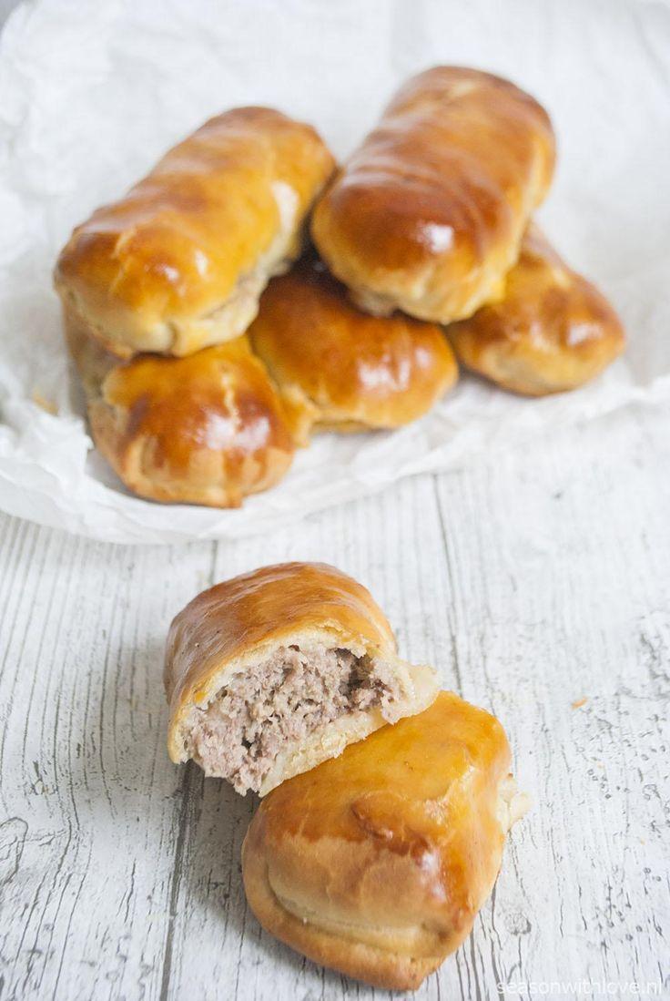 Zelf worstenbroodjes maken is enorm simpel. En laten we eerlijk zijn, zelfgemaakte is alles toch lekkerder?
