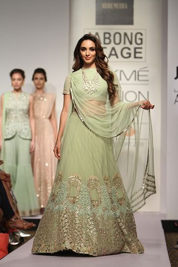 Ridhi Mehra. LFW S/S 15'. Indian Couture.