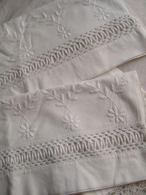 Vintage ~~ Fagoting and whitework daisies