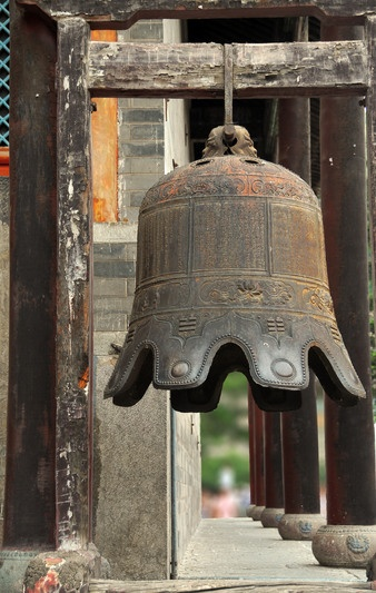 The temple bell dies away The scent of flowers in the evening Still tolling the bell - Basho