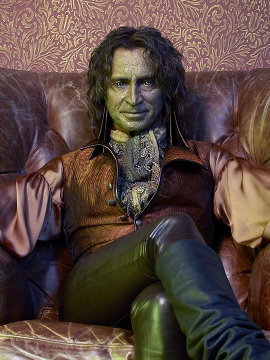 Robert Carlyle  He is by far my favorite character on this show