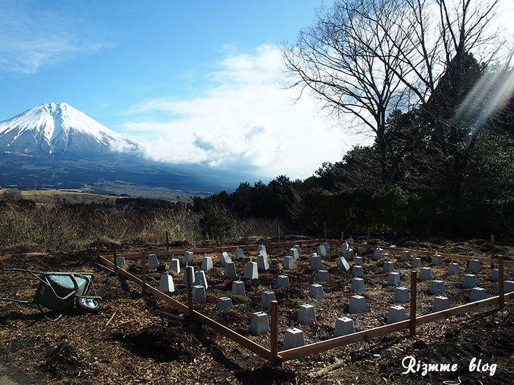 今日も寒いですね。雪化粧の富士山麓でリズミー監修山本医師が準備中の新施設は旅行業会も注目する全く新しい施設。自然が好きな人は必見です!/みや ▼心と身体を解放できる新たな施設がOPEN! http://rizmme.com/contents/blogpost1162