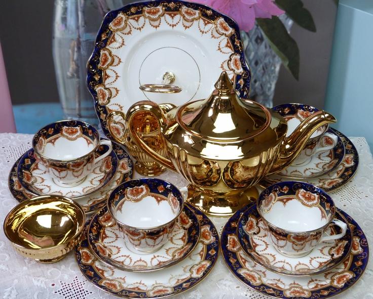www.cakestandland.co.uk Vintage tea set.