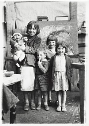 Samson children (painted by Joan Eardley, photographed here by Oscar Marzaroli)