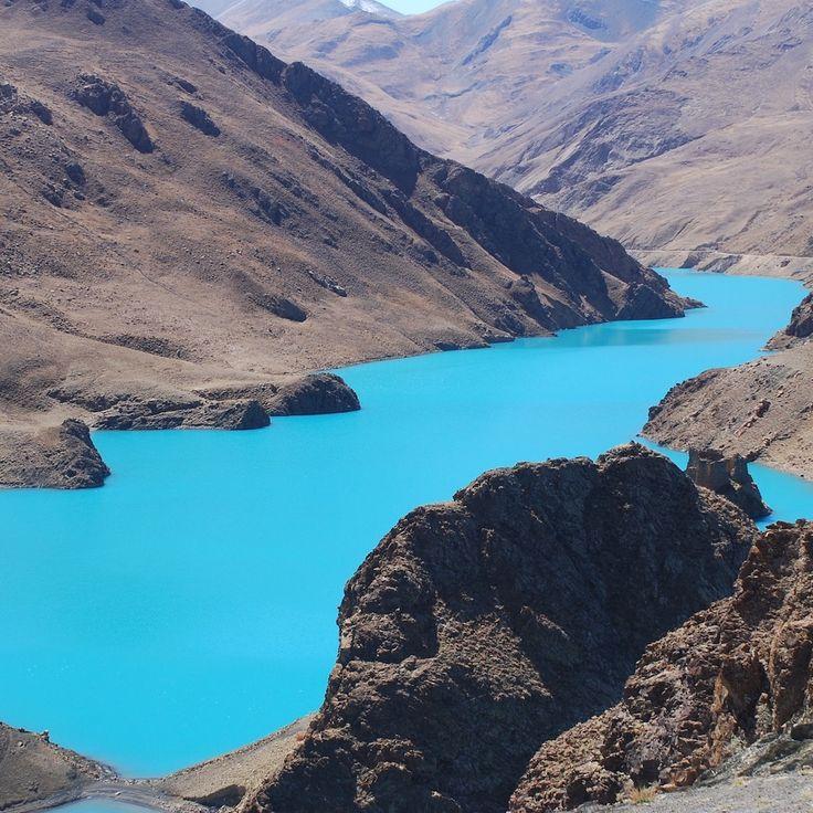 Mountains surrounding the torquoise coloured sacred Yamdrok Lake, Tibet