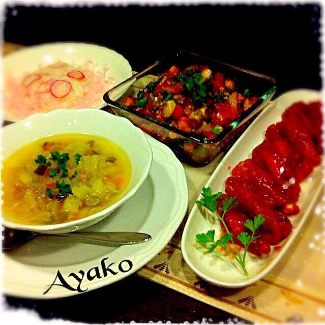 バッファローチキンは、アメリカNYの名物料理。辛ウマでビールにピッタリですよ〜(≧∇≦)ラディッシュライスは、kumiちゃんに頂いた、削りかまぼこで、おめかし〜可愛いだけじゃなくて、美味しいのね〜 - 156件のもぐもぐ - 手羽中のピリ辛バッファローチキン、デトックススープ、ラディッシュライス、タコとトマトのサラダ by ayako1015