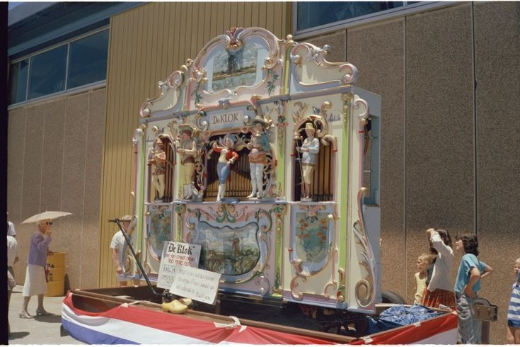 315049PD: De Klok, 56 key street organ 100 years old, Fremantle, December 1987 https://encore.slwa.wa.gov.au/iii/encore/record/C__Rb3699263