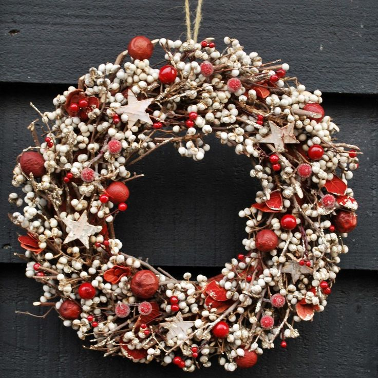 Country Living / ANJO Home / Christmas Wreath - Frosted Berry Star