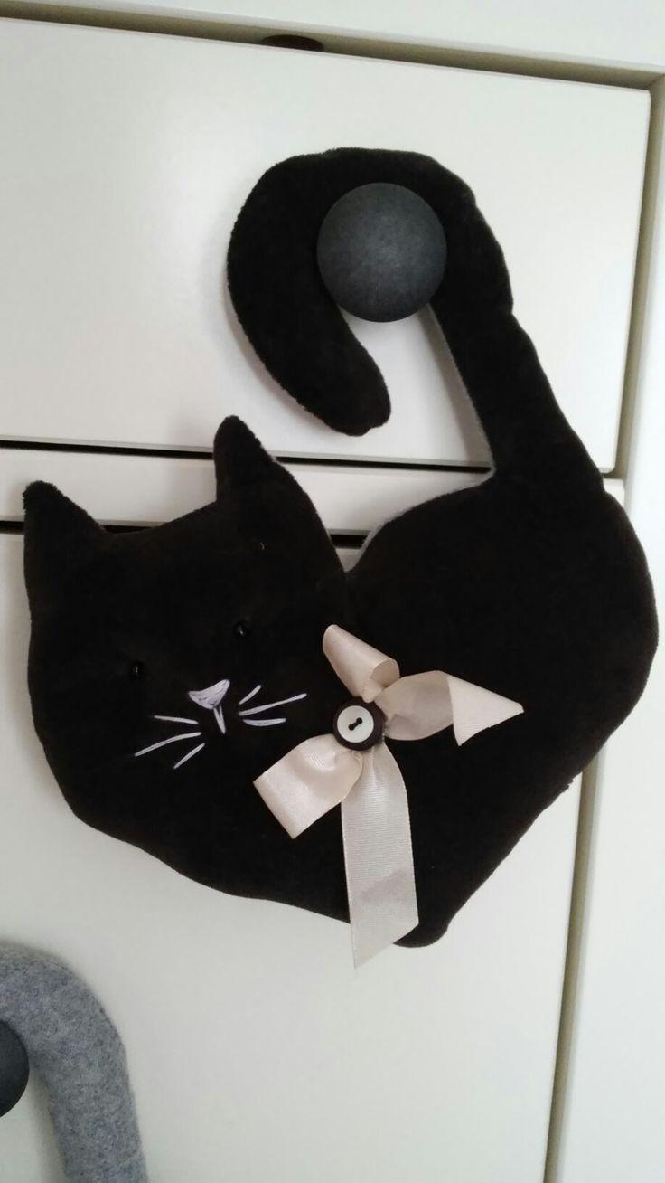 Gatto nero in velluto