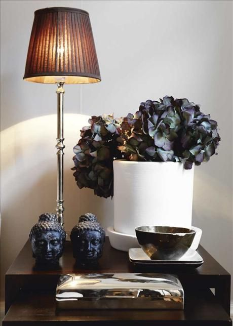 : Decoration Inspiration, Good Ideas, Decor Ideas, Deco Ideas, Style, Decorating Ideas, Black Flowers, Interior Ideas, Vignette
