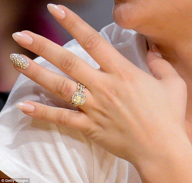 kaley cuoco and ryan sweeting show off matching wedding bands - Wedding Ring Bands For Her