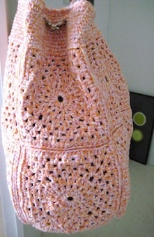 Apricot bag pattern - would be cute with different colored squares and black border and top portion.