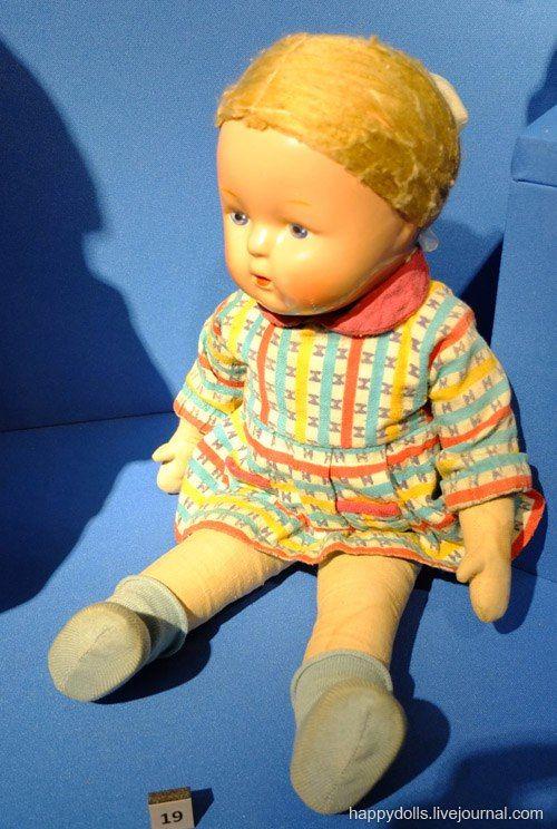 "Кукла ""Аля"". Е. Борисова. Москва. Фабрика им. 8 Марта. 1950-е гг. Древесно-опилочная масса, ткань."