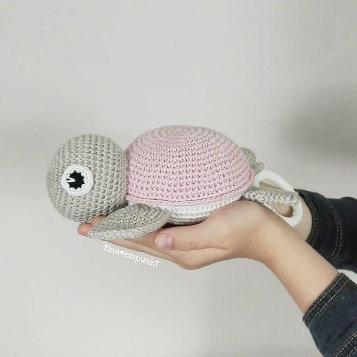 …ja, und wenn die Große was fürs Foto halten darf, will die Kleine auch . . Schildkröten-Spieluhr – tina_empunkt
