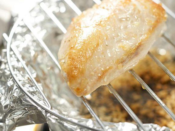 Wissenswertes aus dem Küchenlexikon: Räuchern- so bekommt ihr Fleisch und ihr Fisch eine angenehme Rauchnote.