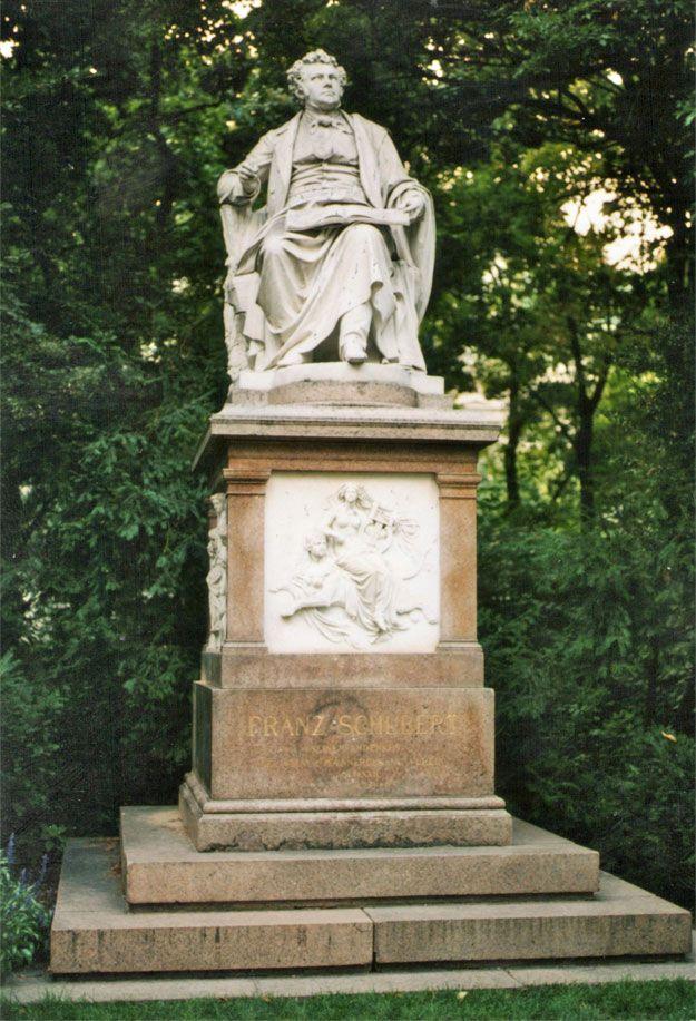 ウィーン中央墓地のシューベルトのお墓。シューベルトファンは行くべき。ウィーン 旅行・観光でおすすめの見所!