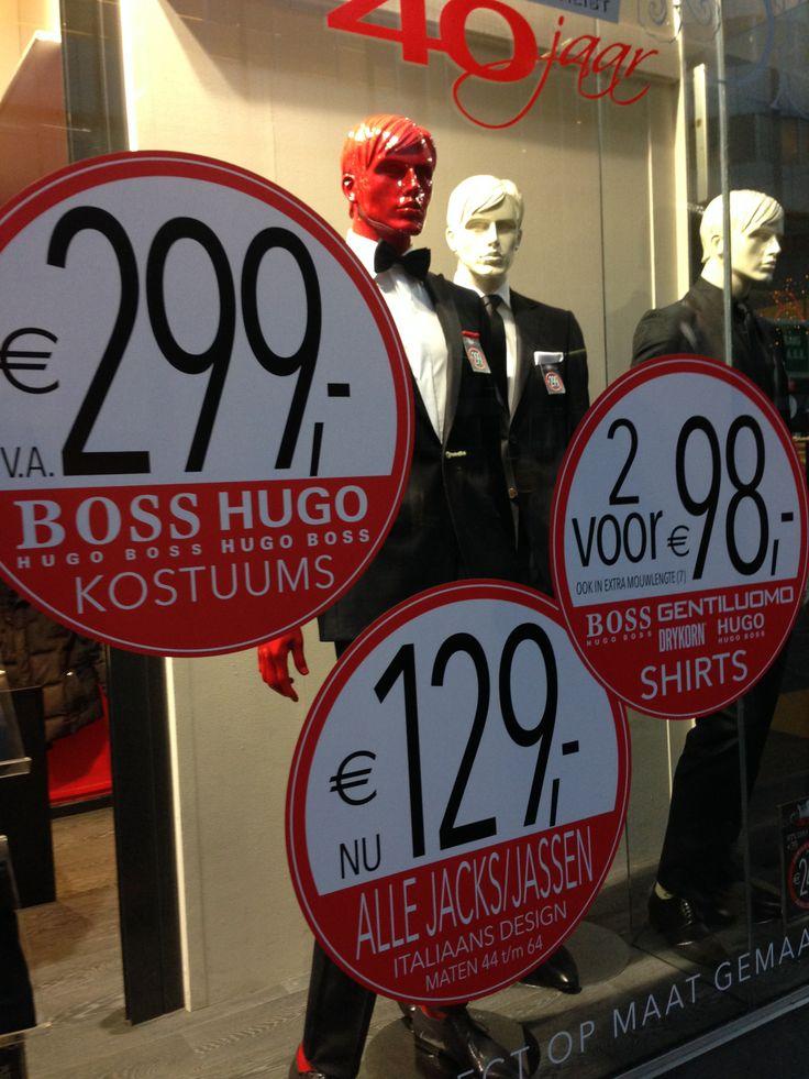 Dit was hele verwarrende productpresentatie. Door de grote ronde etiketten met de prijzen kreeg je het idee dat alles heel goedkoop was, maar in de tussentijd stonden er wel pakken van de duurste merken zoals Hugo Boss.