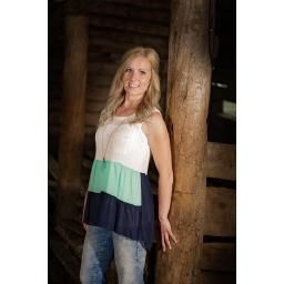 Colorblock Sleeveless Tank Top with Front Pocket. This top is goregous paired with a longer necklace.