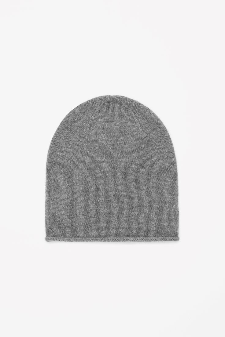 This warm hat is made from pure cashmere with an extra-soft, fuzzy finish. Slightly oversized, it can also be worn folded back for a closer fit.