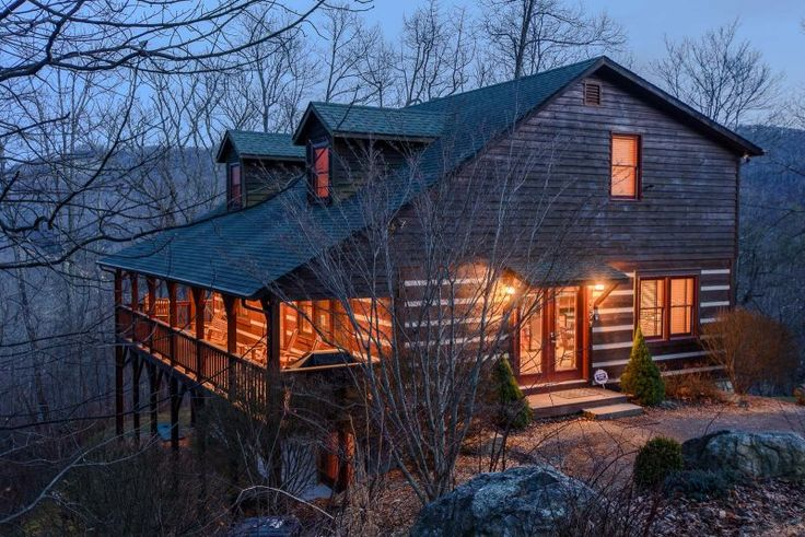 Perfect 4BR Log Cabin in Boone, NC, Hot Tub, Grill Great Location, Views, Covered Decks, Pool Table