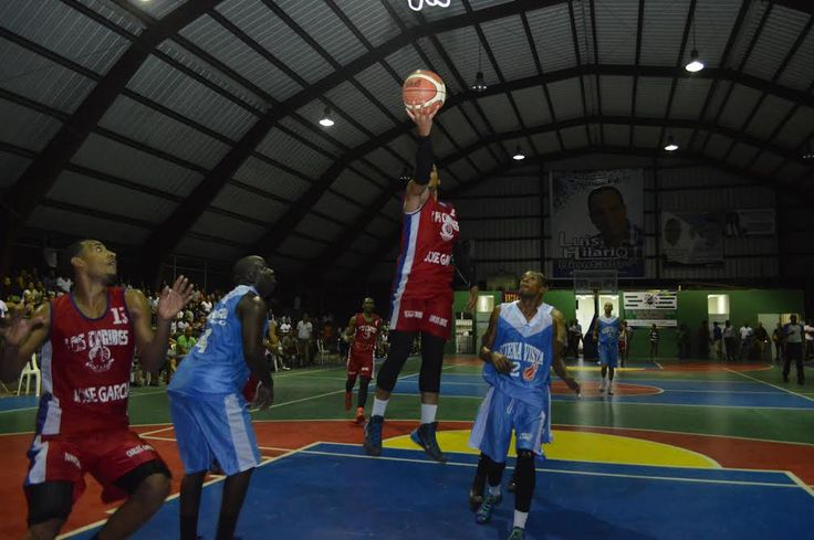 Los Caribes y Buena Vista sacan ventaja en serie semi final Torneo de Baloncesto Superior SDN